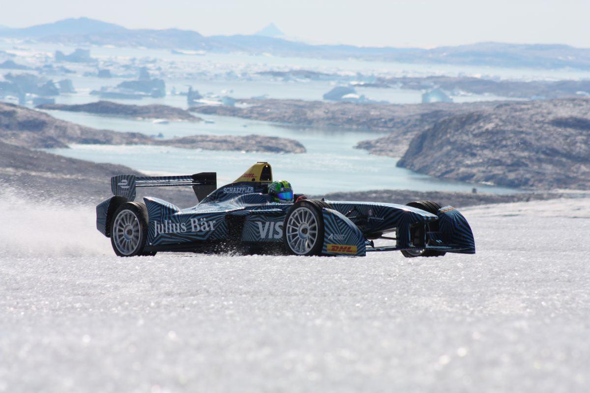 Elektryczne auto wyścigowe na arktycznym lodzie!